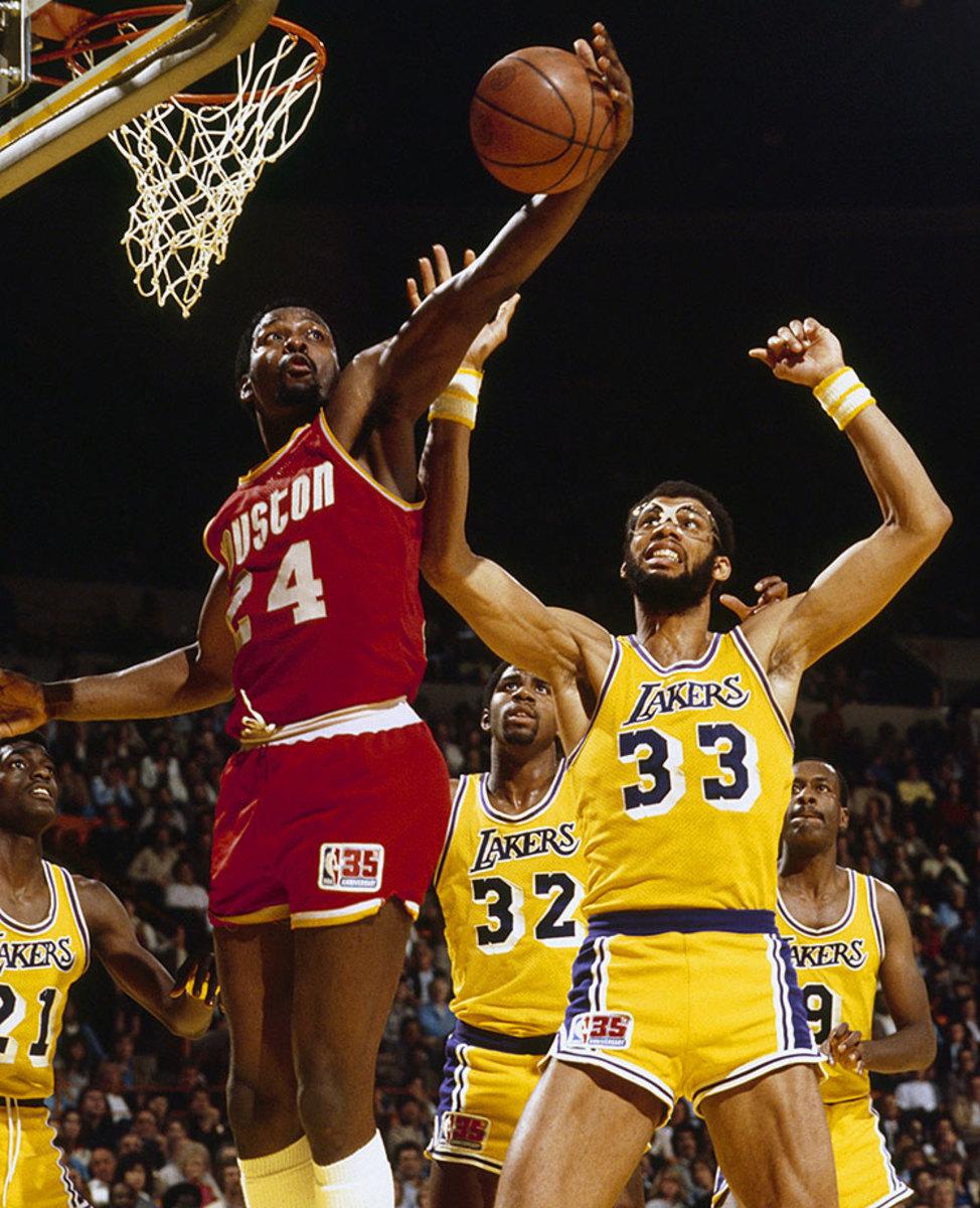 1981-Moses-Malone-Kareem-Abdul-Jabbar-006056543.jpg