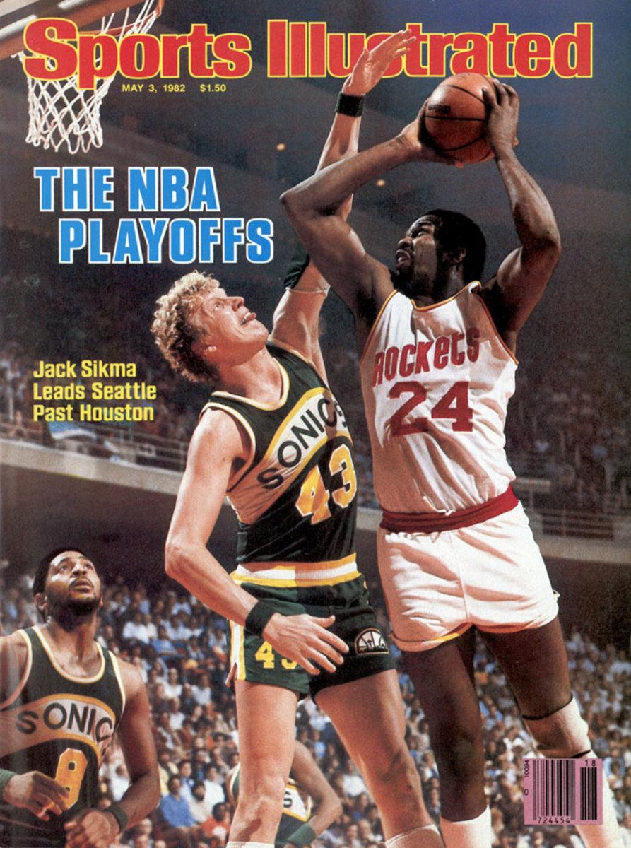 1982-Moses-Malone-Jack-Sikma-001165868.jpg