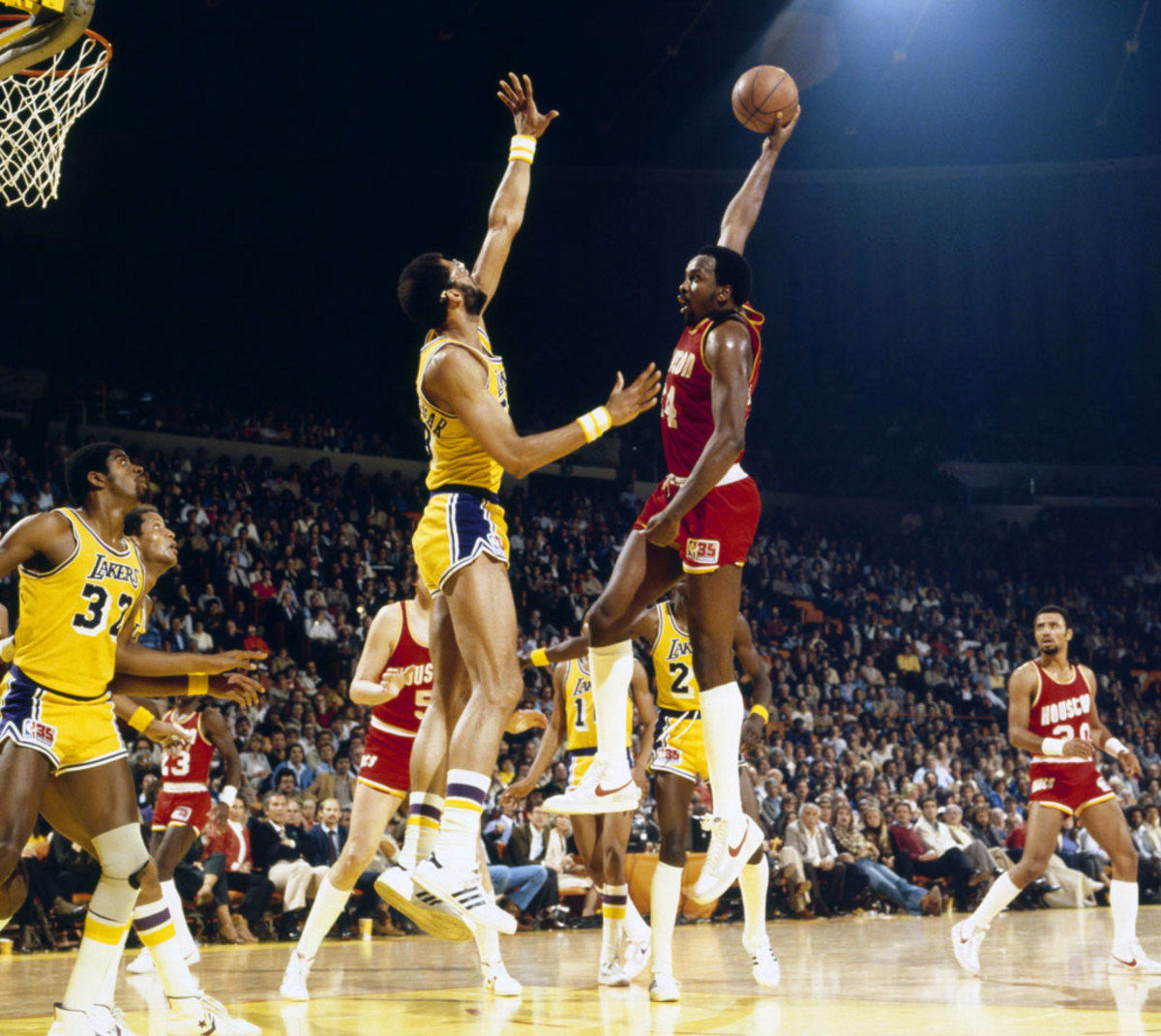 1981-Moses-Malone-Kareem-Abdul-Jabbar-080100595.jpg