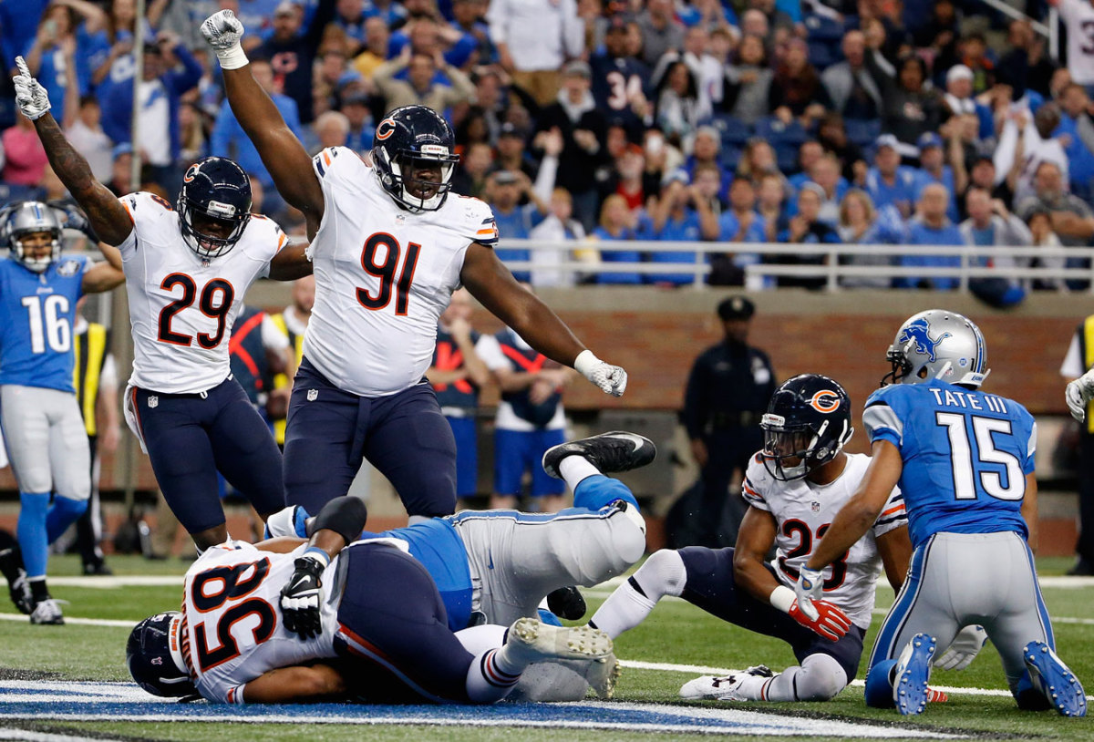 Bears and Lions fight for the ball on Golden Tate's controversial touchdown catch.