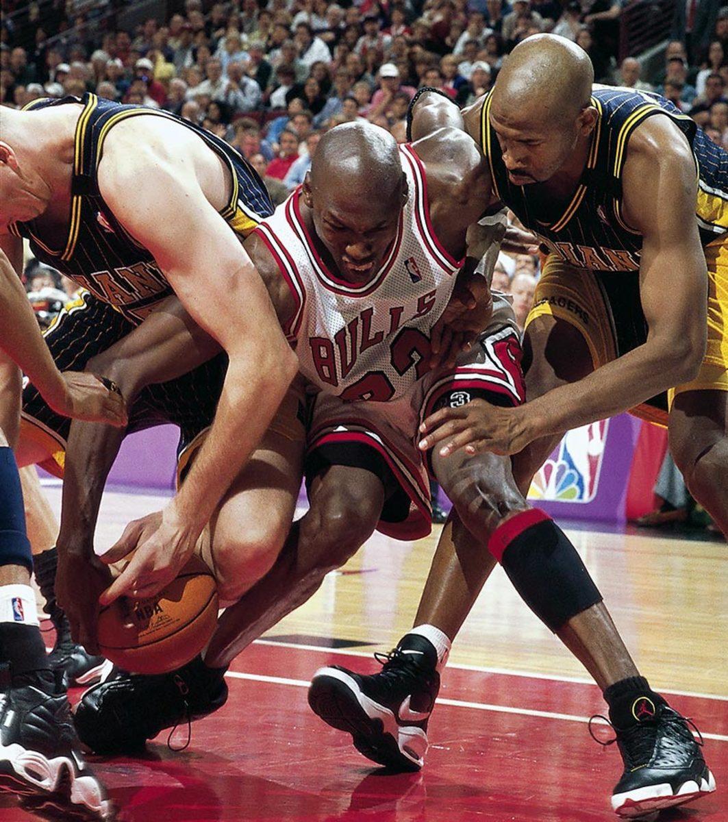 1998-0531-Michael-Jordan-Rik-Smits-Derrick-McKey-05718886.jpg