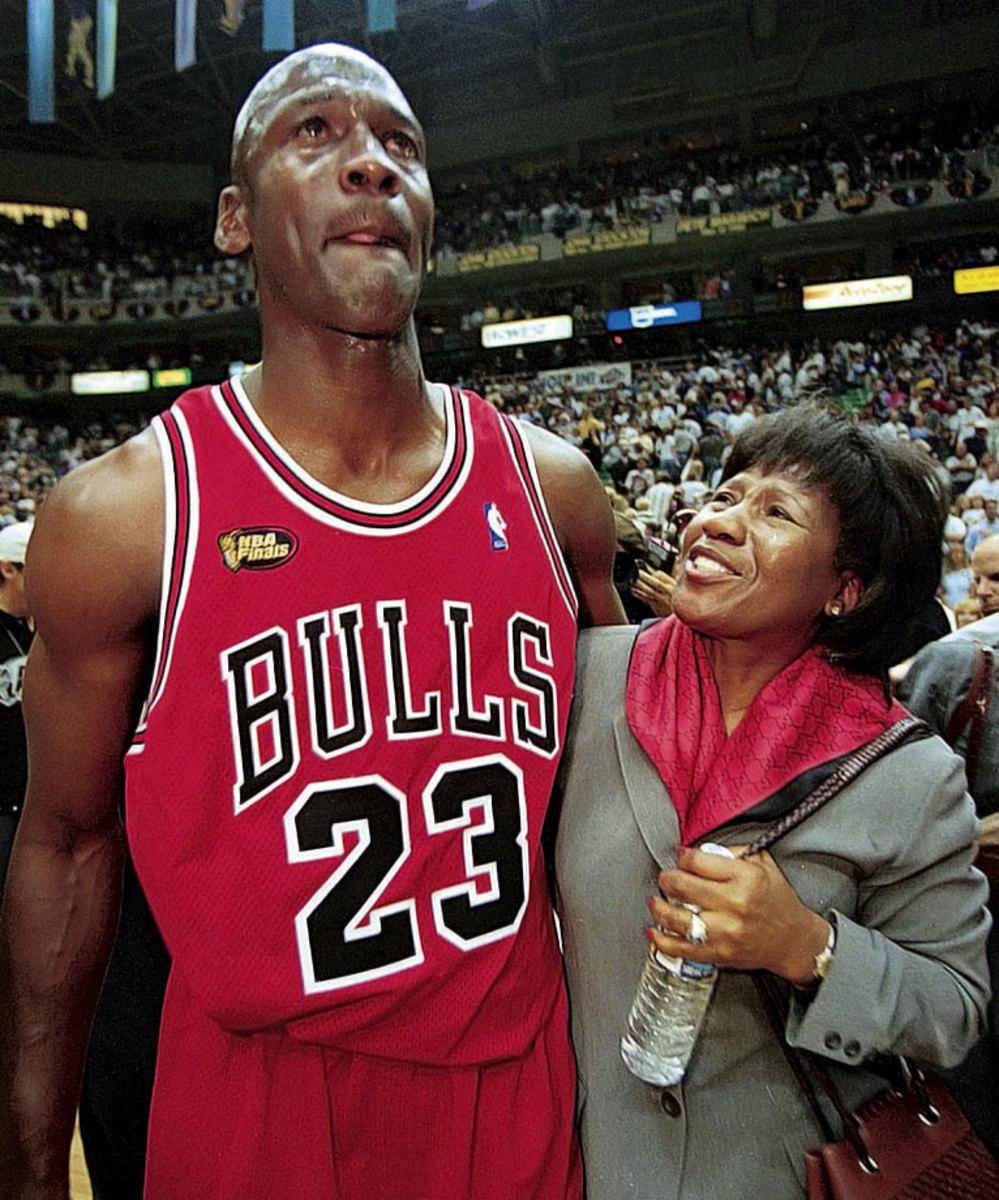 1998-Michael-Jordan-mother-Deloris-017014133.jpg