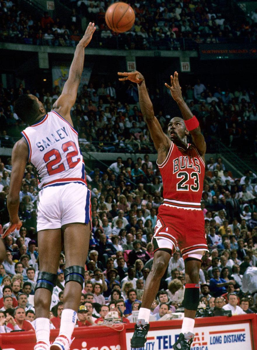 1990-Michael-Jordan-John-Salley-079004006.jpg