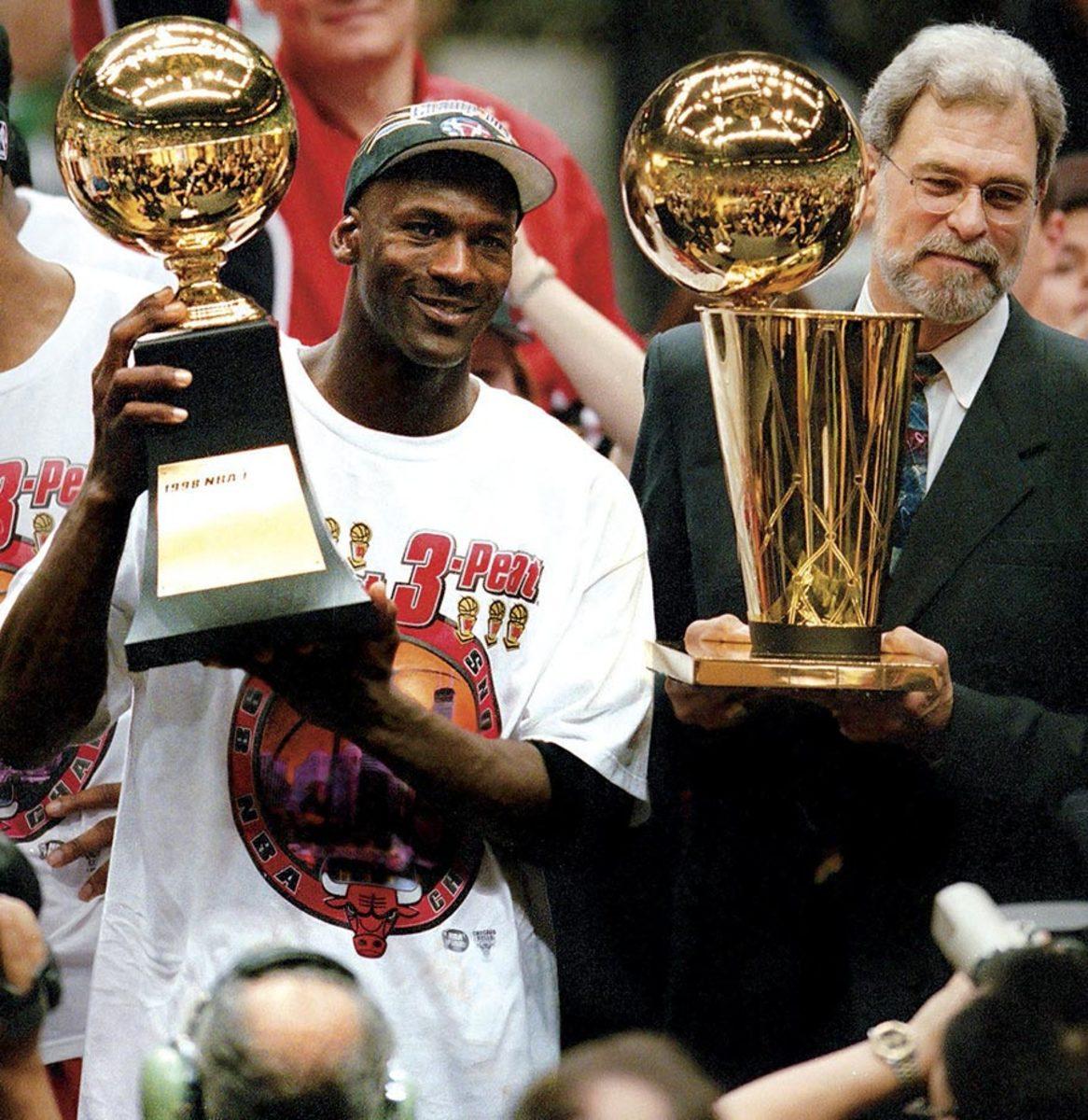 1998-0614-Michael-Jordan-Phil-Jackson-001161587.jpg