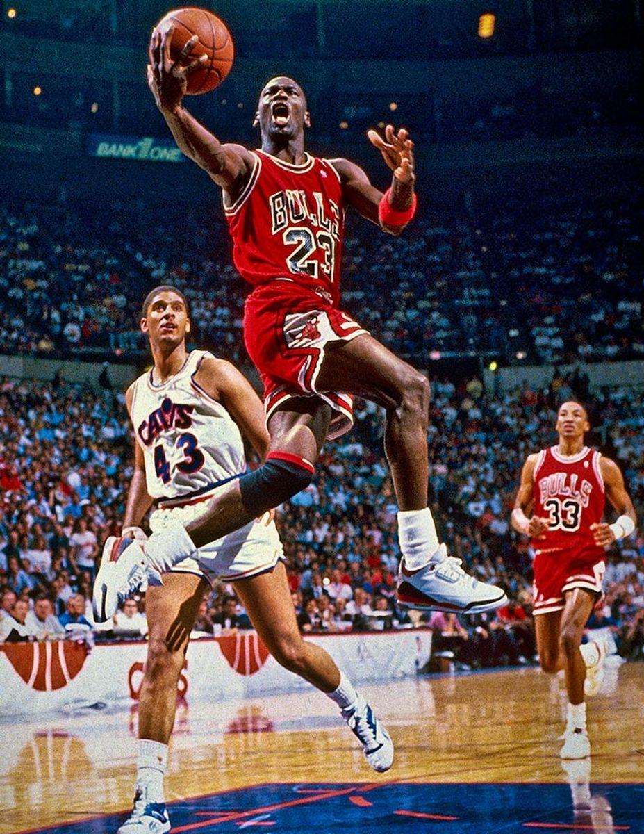 1988-0505-Michael-Jordan-Brad-Daugherty-079086515.jpg