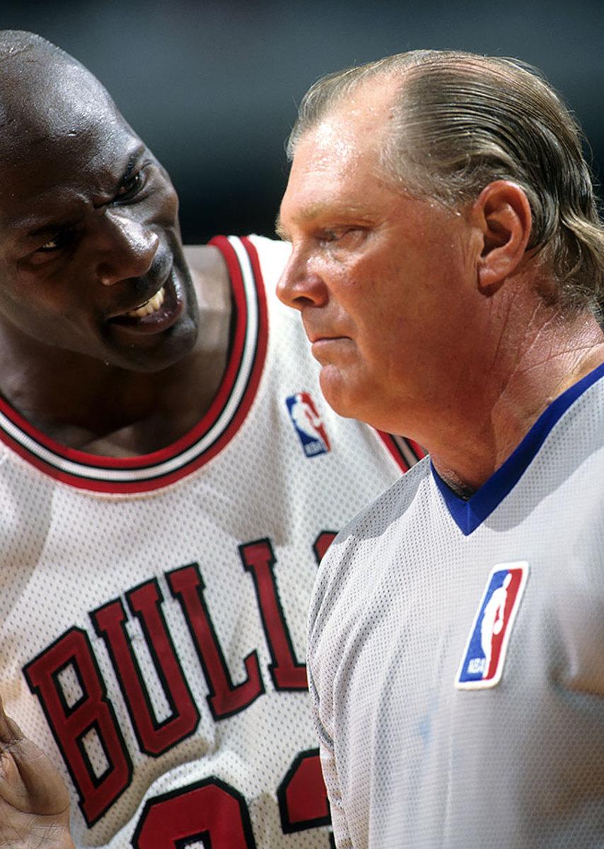 1996-0525-Michael-Jordan-referee-005500484.jpg