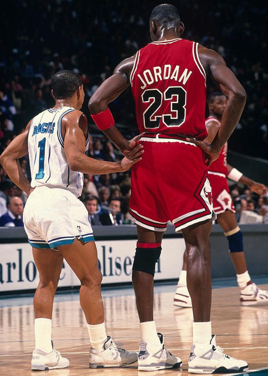 1989-Muggsy-Bogues-Michael-Jordan-079086511_0.jpg