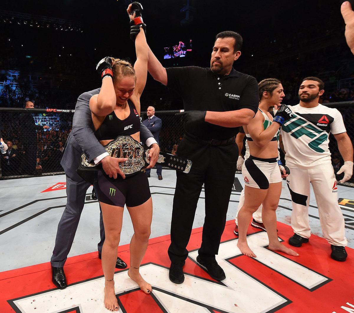 Ronda-Rousey-defeats-bethe-correia-14.jpg