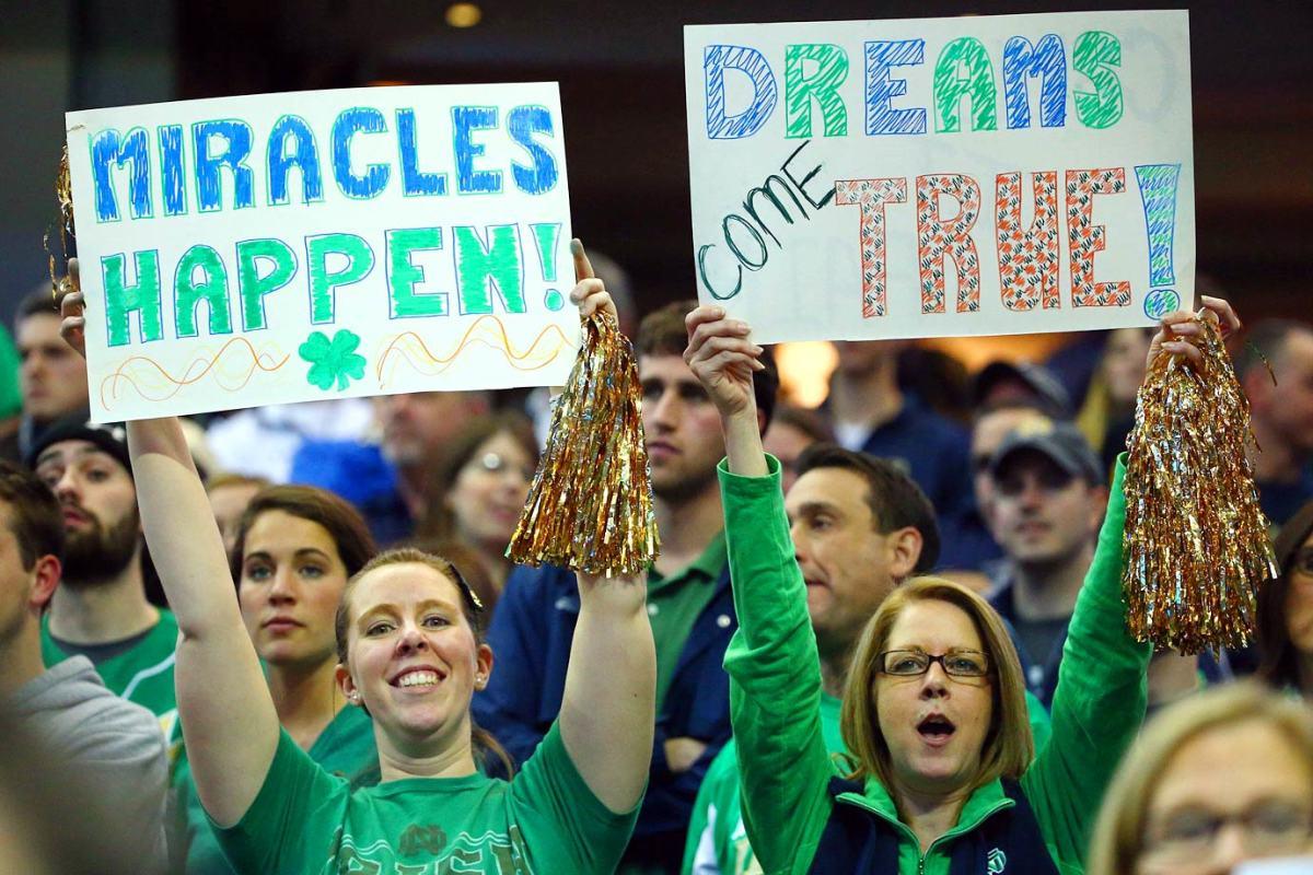 Notre-Dame-Fighting-Irish-fans-X159456_TK1_3202.jpg