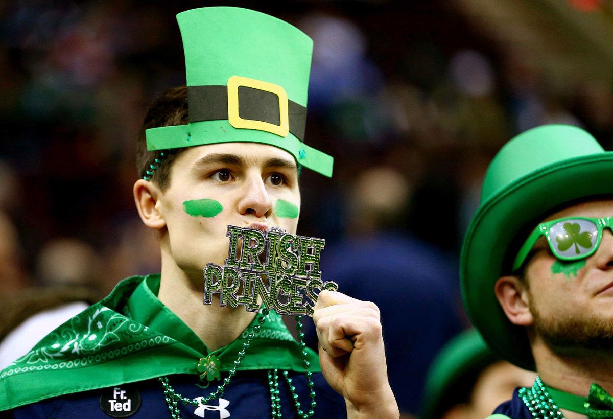Notre-Dame-Fighting-Irish-fans-DKX29962.jpg