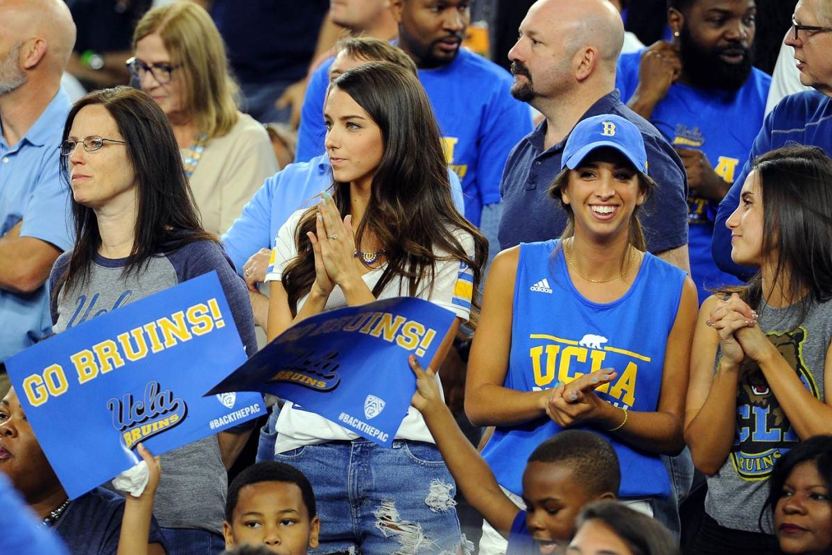 UCLA-Bruins-fans-467919694.jpg