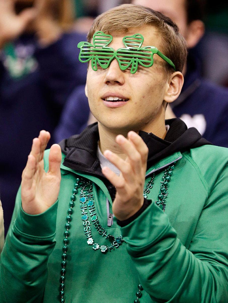 Notre-Dame-Fighting-Irish-fans-AP97865204370.jpg