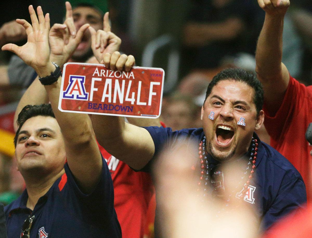 Arizona-Wildcats-fans-AP562661556588.jpg