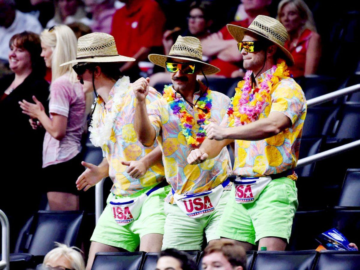 Wisconsin-Badgers-fans-X159449_TK1_058.jpg