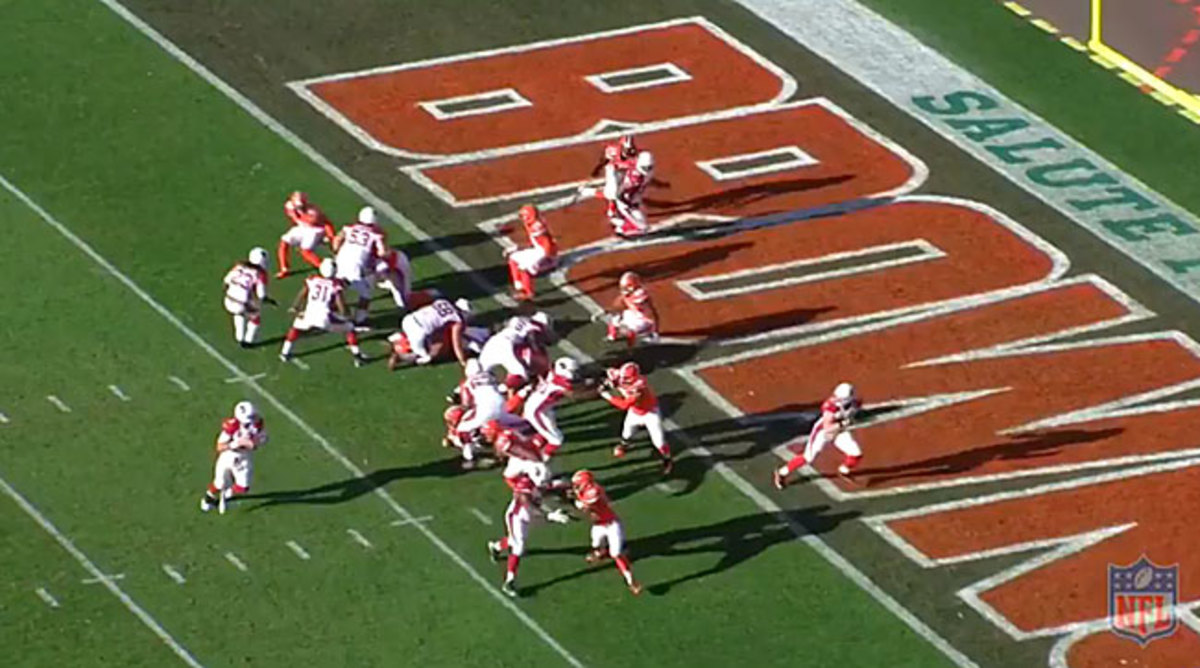 On 3rd-and-1, the Browns 'backers all bit on play action, leaving Niklas wide open for the touchdown pass from Palmer.