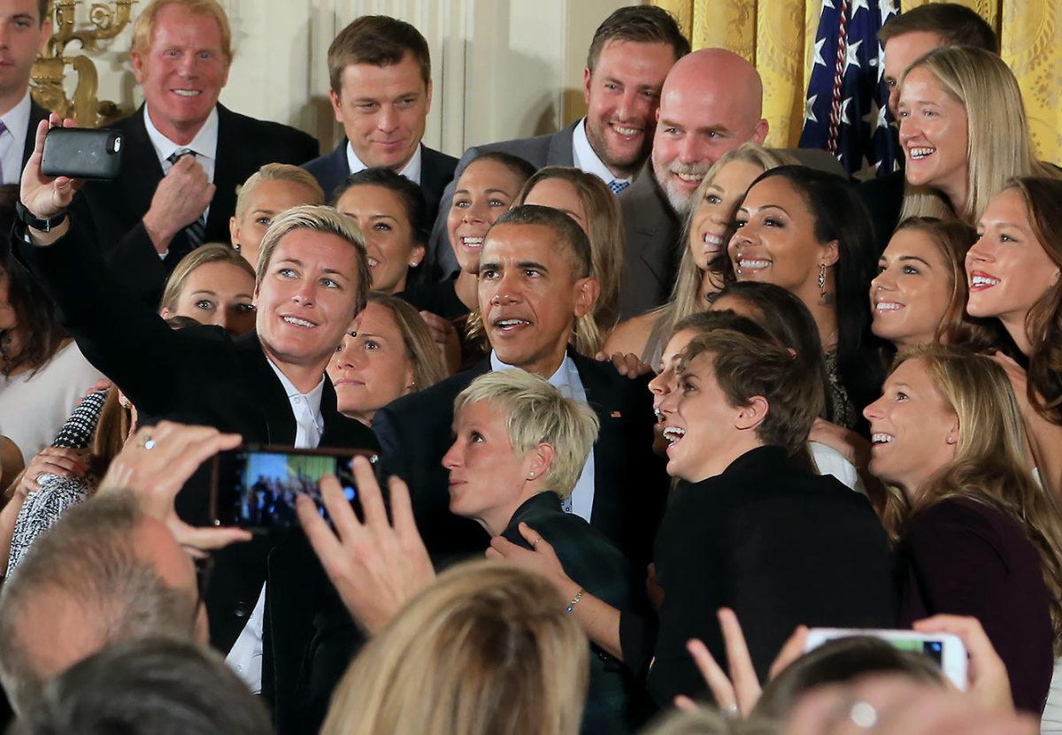 2015-1027-President-Barack-Obama-USWNT-Abby-Wambach-selfie.jpg