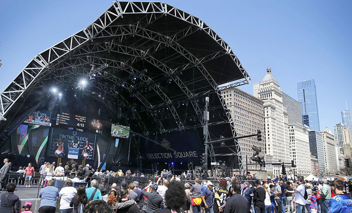 The Chicago draft drew more than 200,000 fans, according to the NFL. (Charles Rex Arbogast/AP)