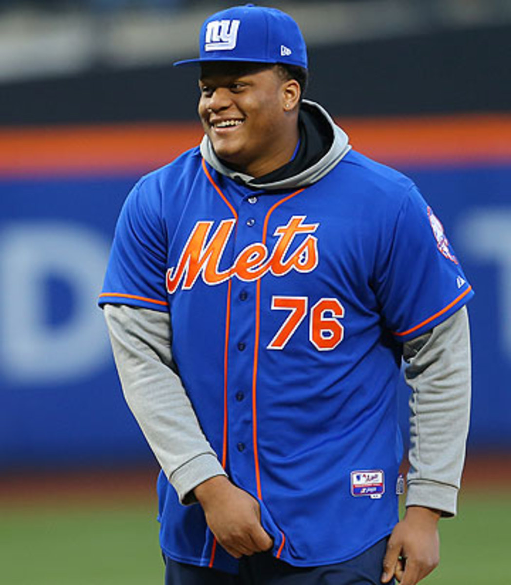 One day after being picked by the Giants, Ereck Flowers threw out the first pitch at the Mets-Nationals game. (Adam Hunger/AP)