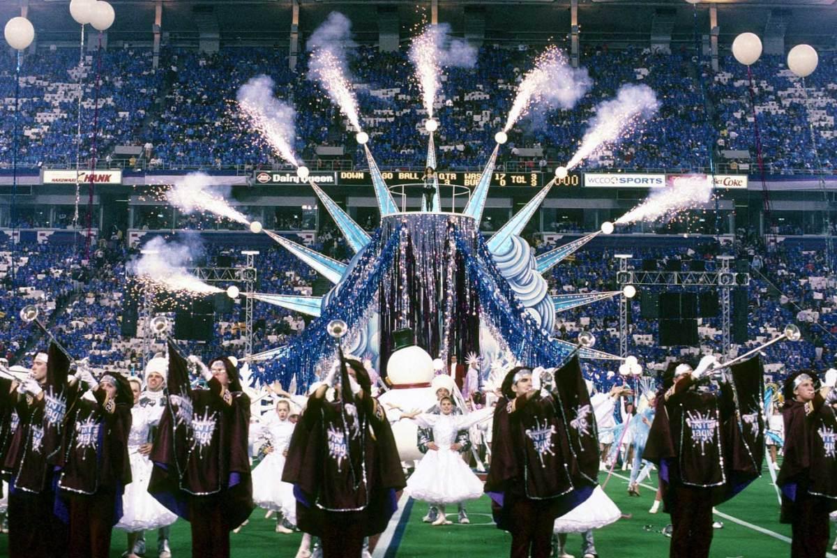 1992-Super-Bowl-XXVI-Gloria-Estefan.jpg