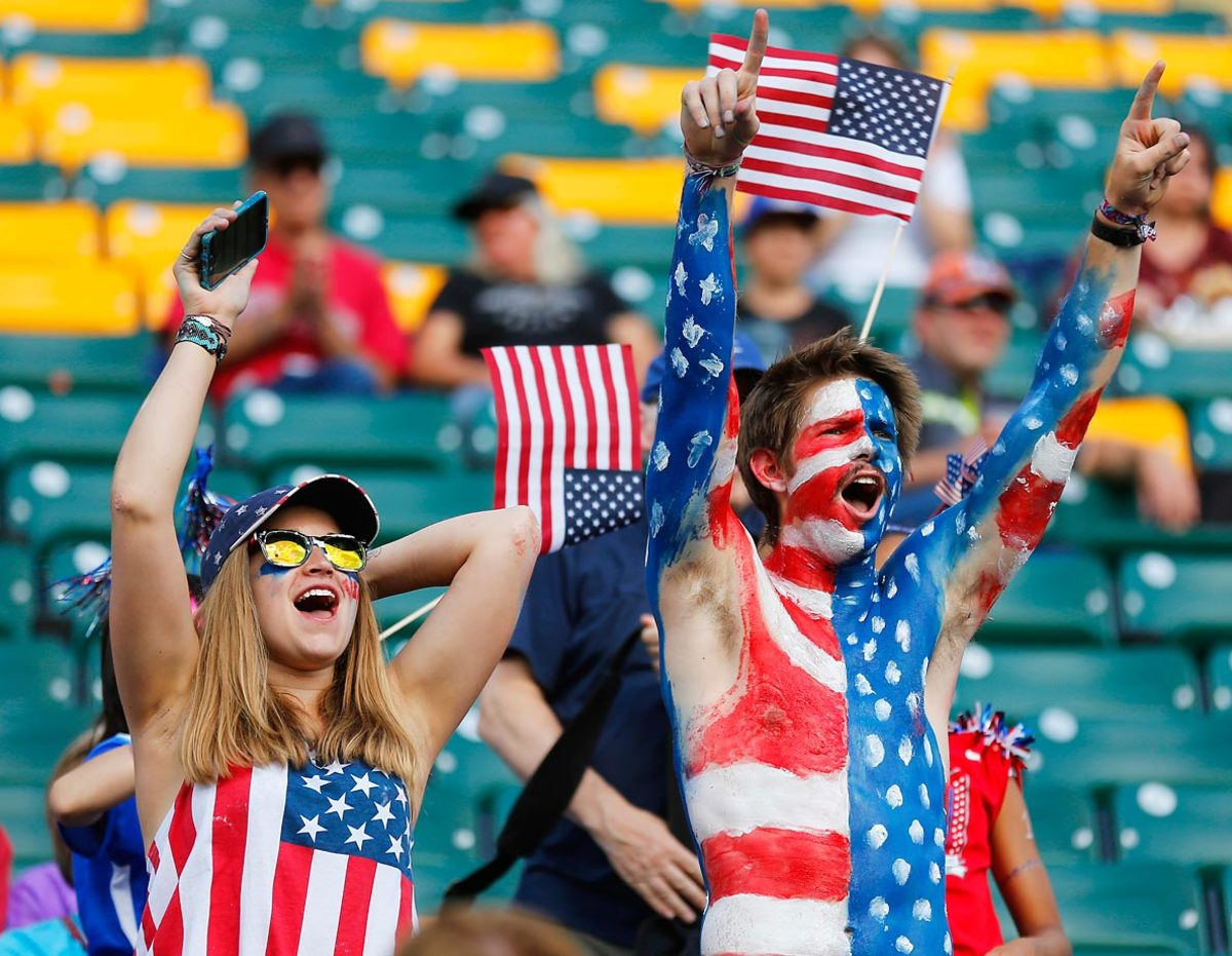 world-cup-fans--478126126_master.jpg