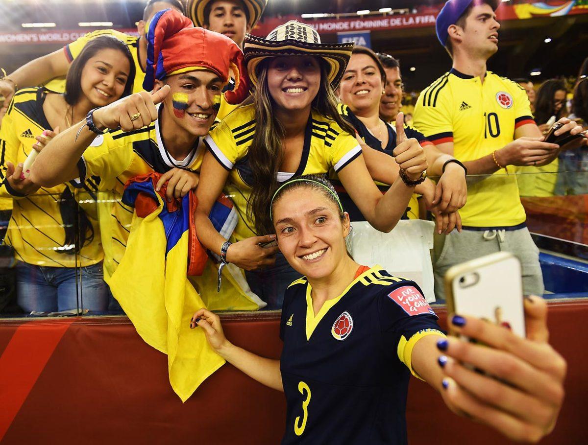 world-cup-fans-477597814_master.jpg