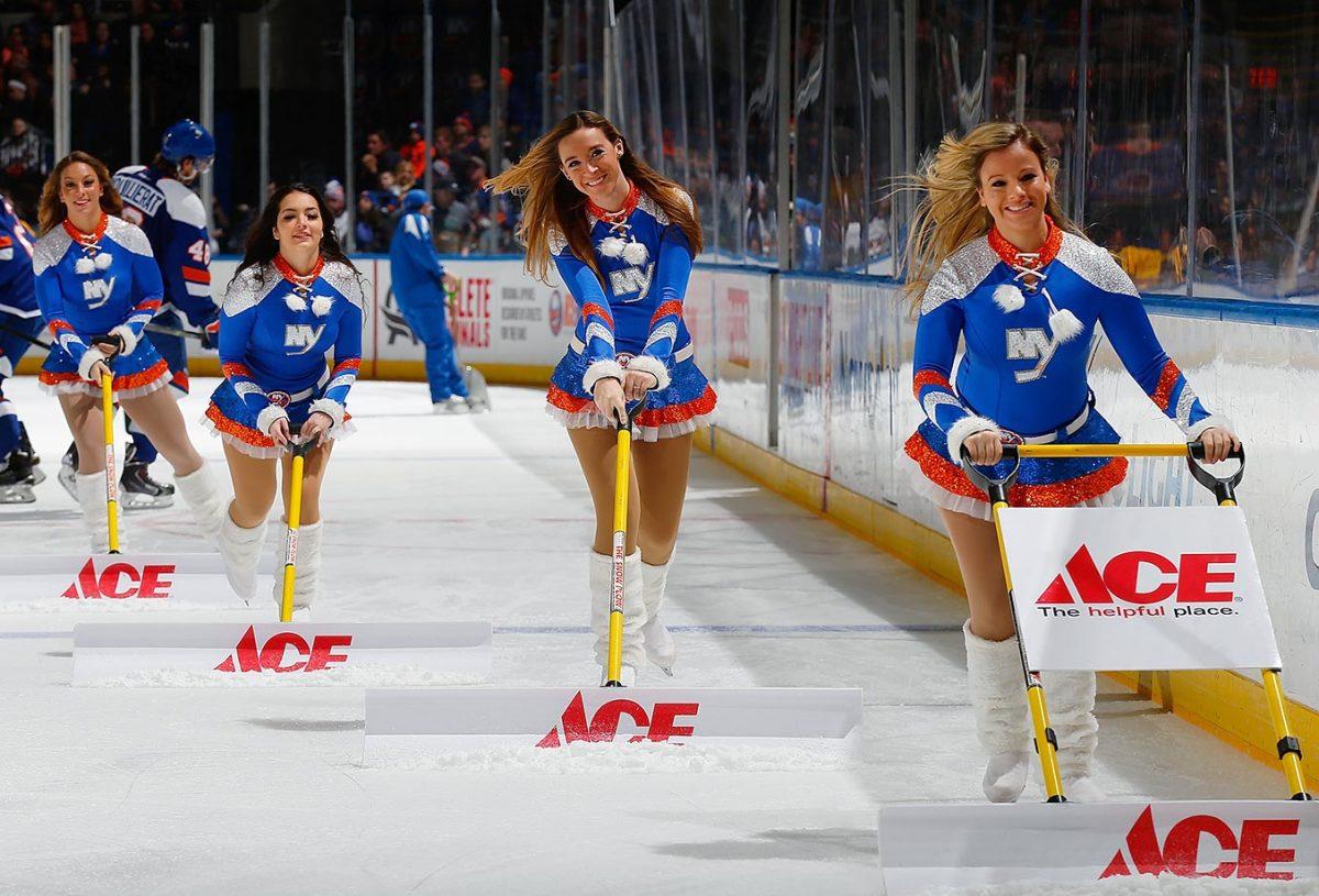 New-York-Islanders-Ice-Girls-GettyImages-464557736_master.jpg