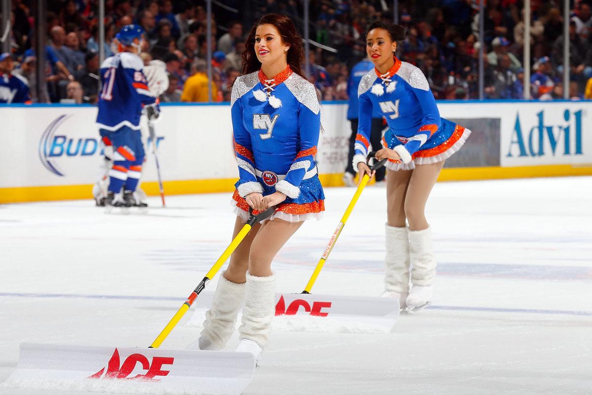 New-York-Islanders-Ice-Girls-459685480_10.jpg