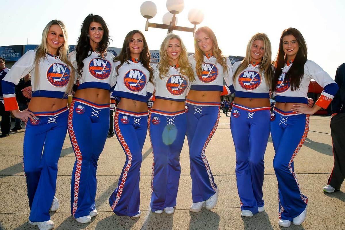 New-York-Islanders-Ice-Girls-CGV_042115291_Islanders_Capitals.jpg