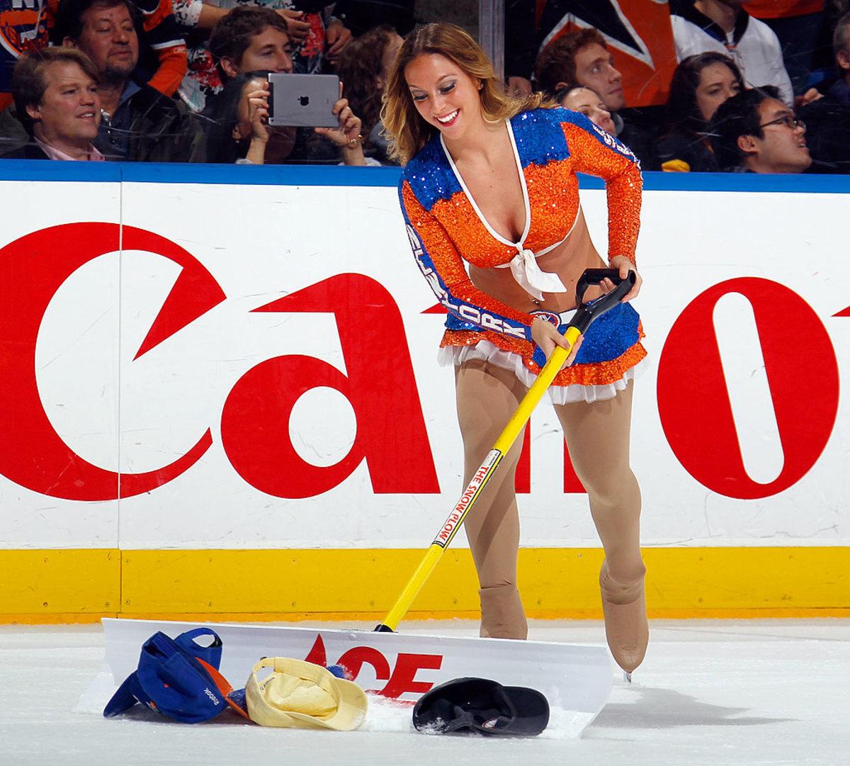 New-York-Islanders-Ice-Girls-461730342_10.jpg