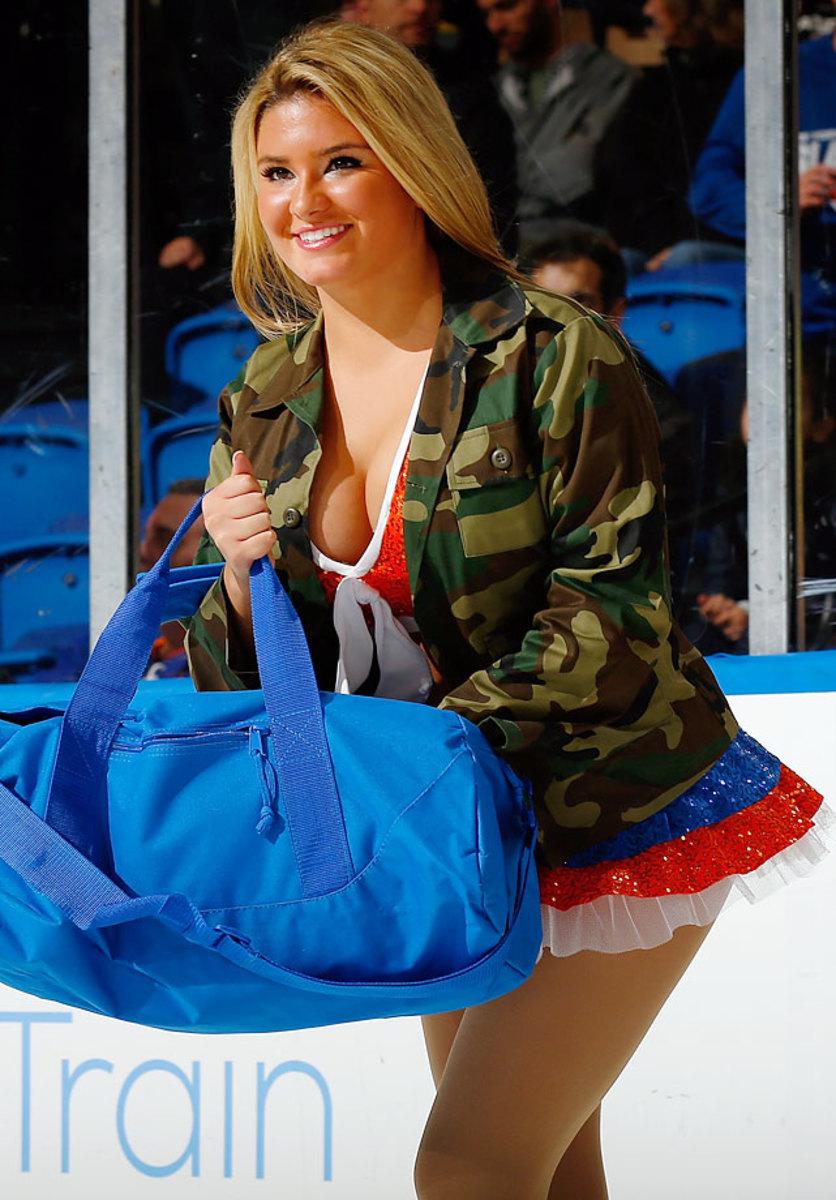 New-York-Islanders-Ice-Girls-459800014_10.jpg