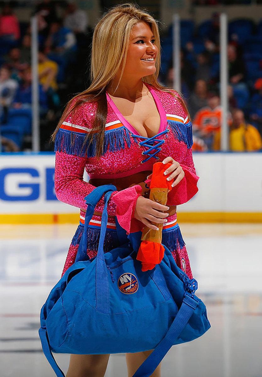 New-York-Islanders-Ice-Girls-GettyImages-463093668_master.jpg