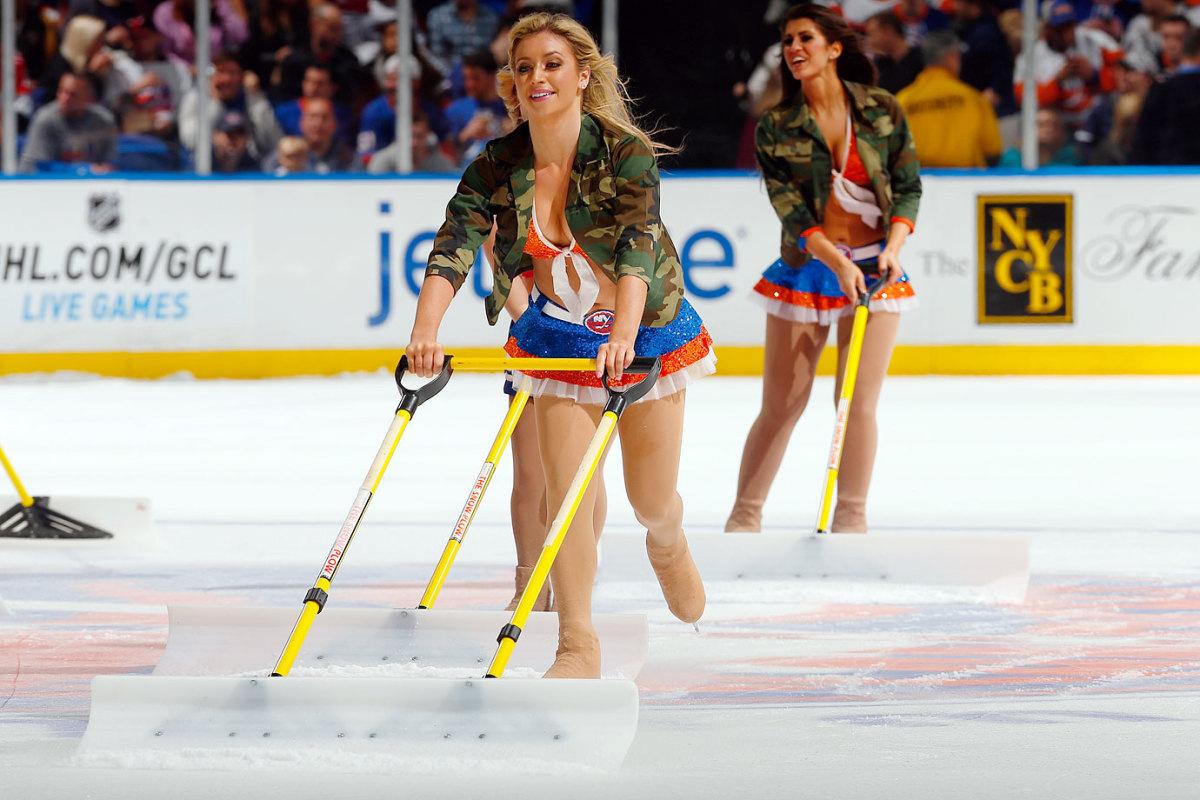 New-York-Islanders-Ice-Girls-459800140_10.jpg