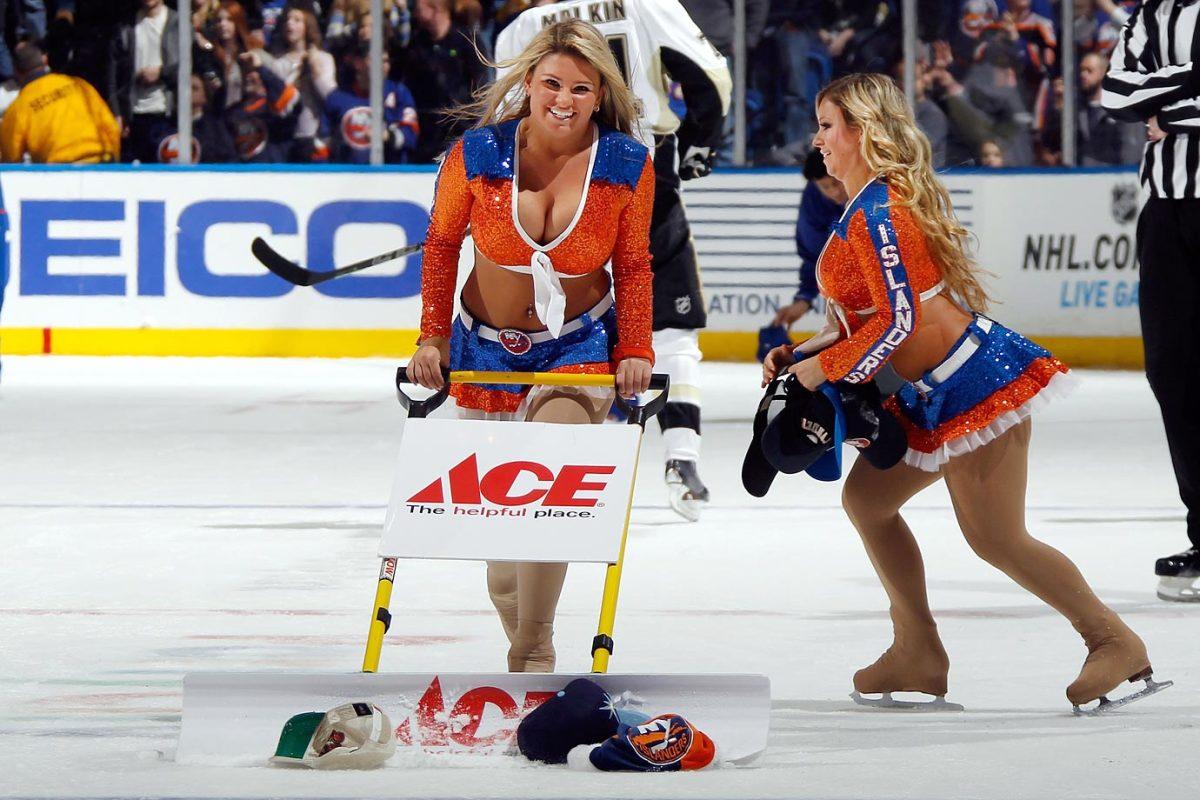New-York-Islanders-Ice-Girls-461651888.jpg