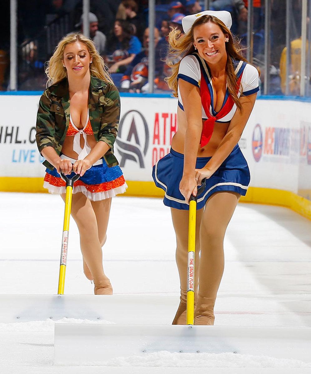 New-York-Islanders-Ice-Girls-459800132_10.jpg