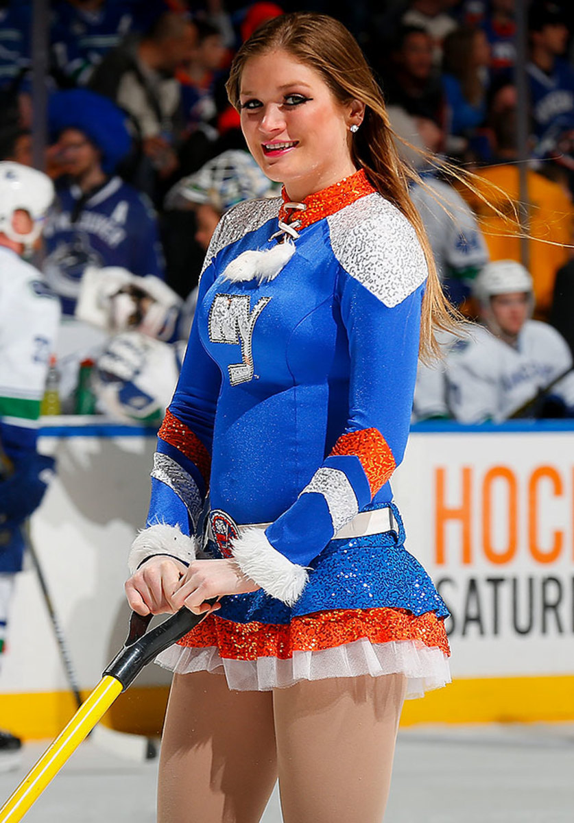 New-York-Islanders-Ice-Girls-GettyImages-464557728_master.jpg