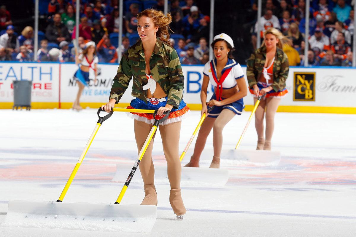 New-York-Islanders-Ice-Girls-459800128_10.jpg