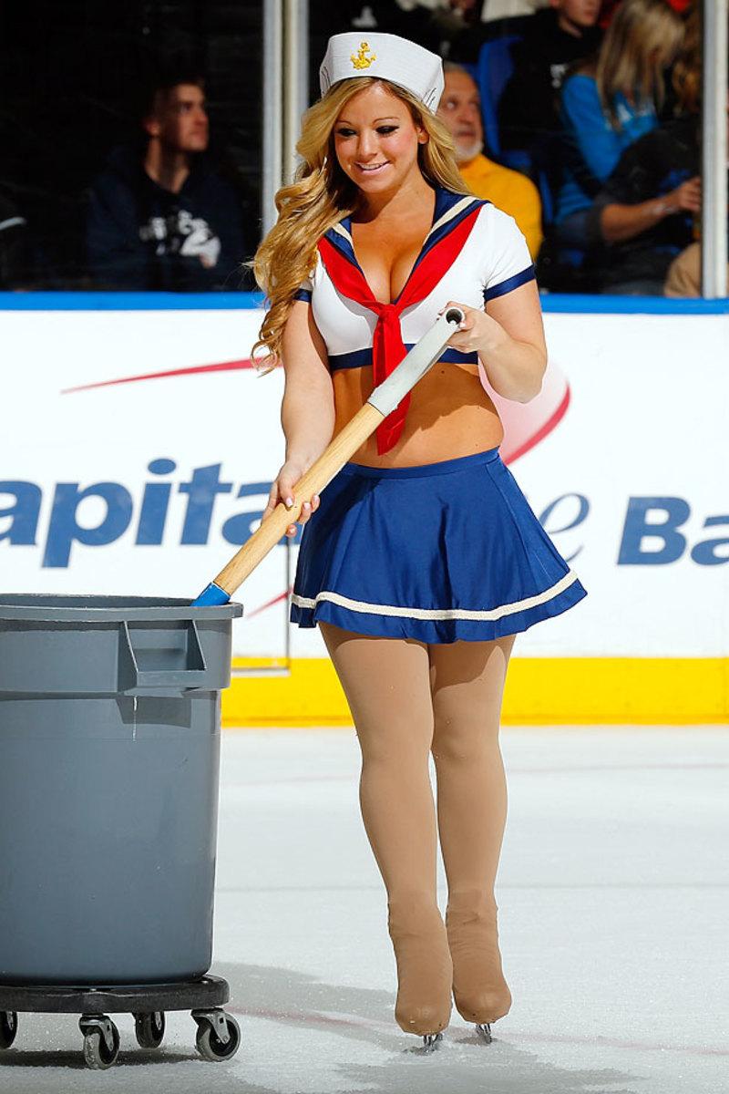 New-York-Islanders-Ice-Girls-459800126_10.jpg