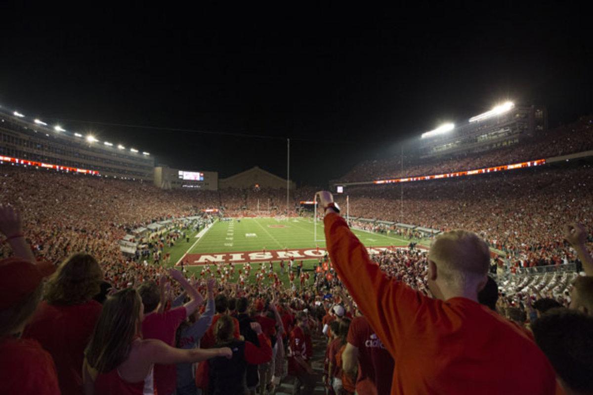 stadium-anthem-wisconsin-camp-randall.jpg