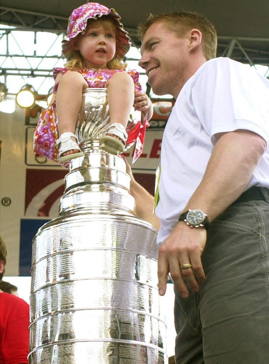 2002-Kris-Draper-daugher-Kennedi-Stanley-Cup.jpg