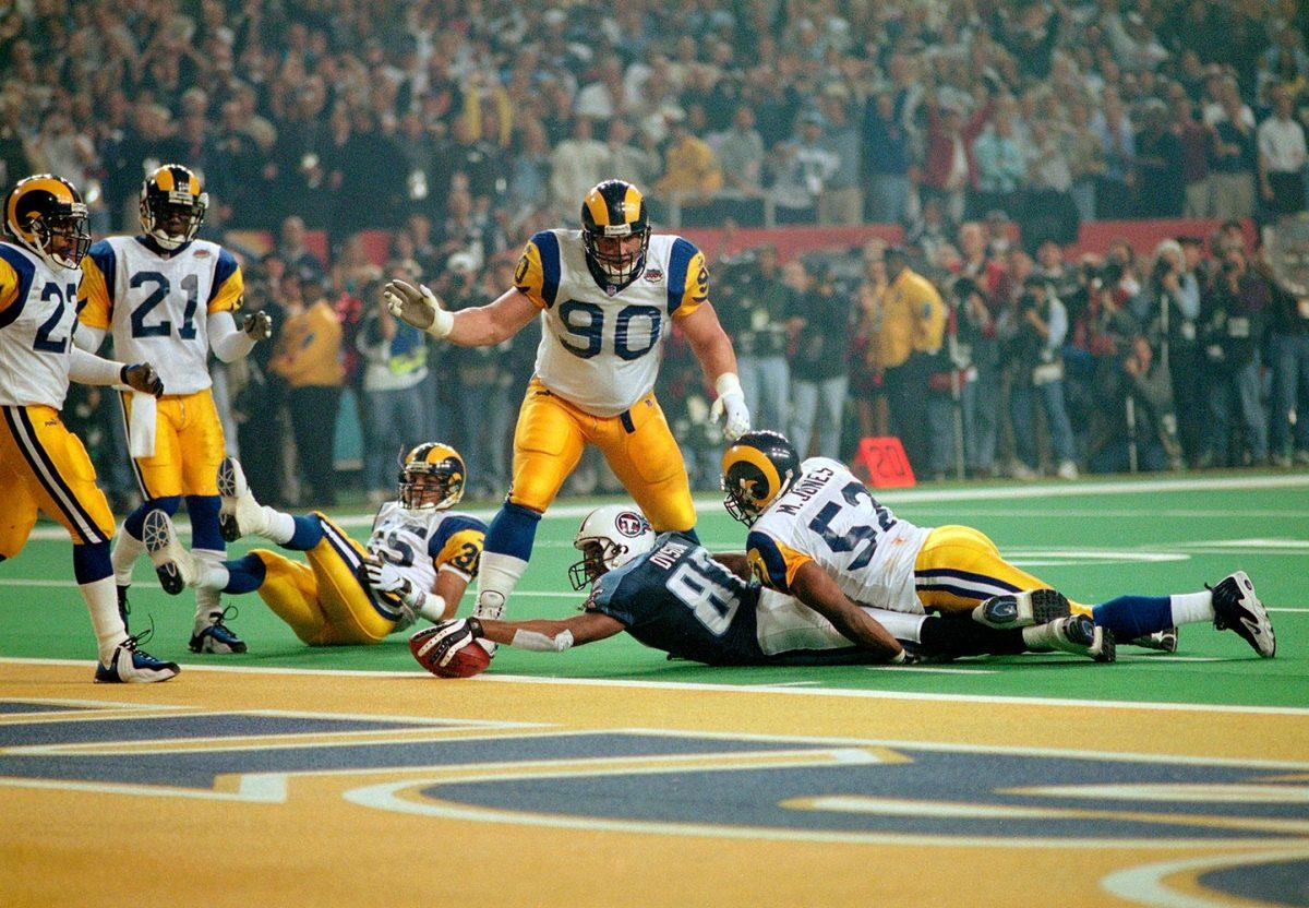 2000-0130-Super-Bowl-XXXIV-Kevin-Dyson-079116833.jpg