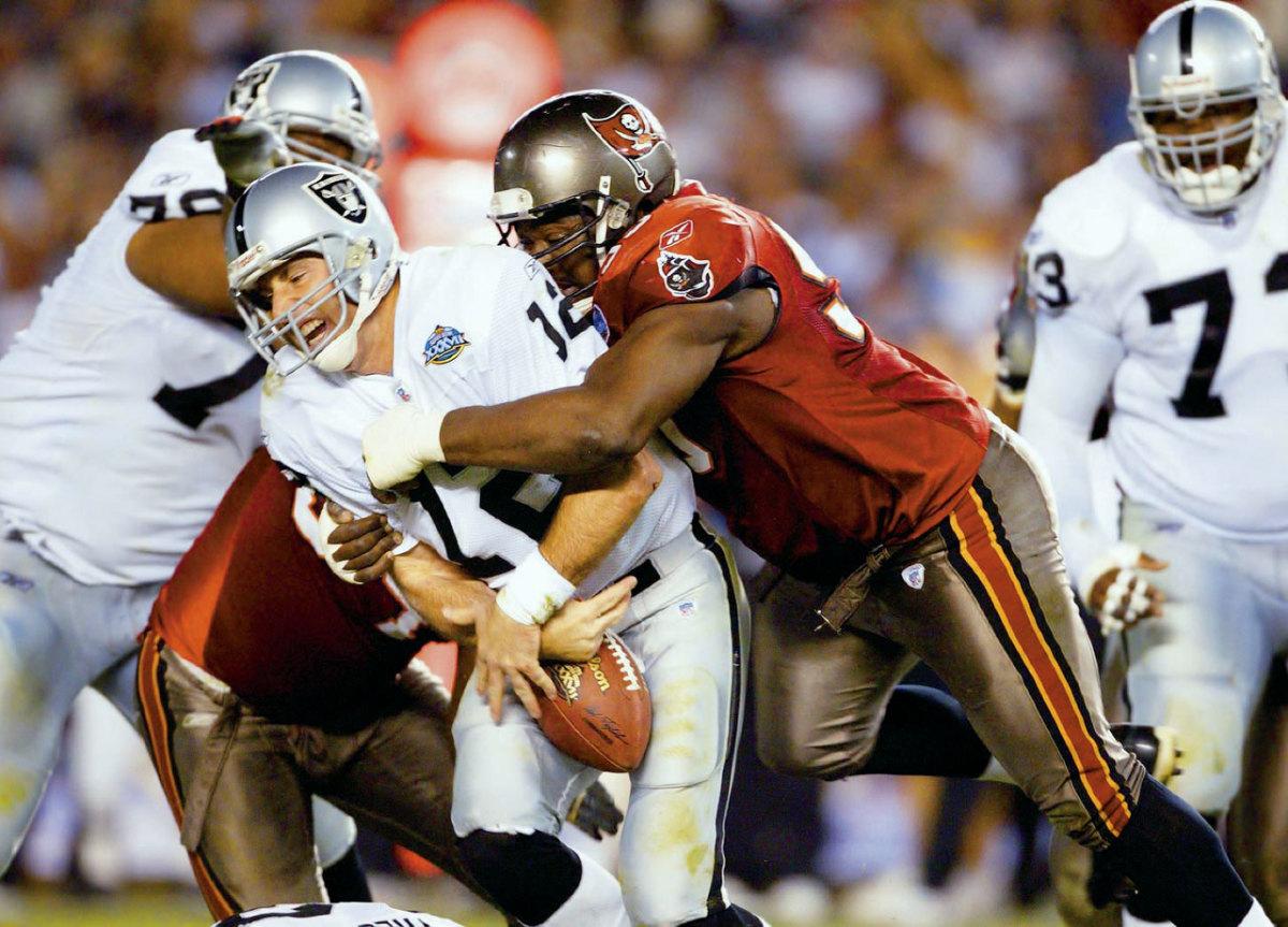 2003-0126-Super-Bowl-XXXVII-Warren-Sapp-Rich-Gannon-006242379.jpg