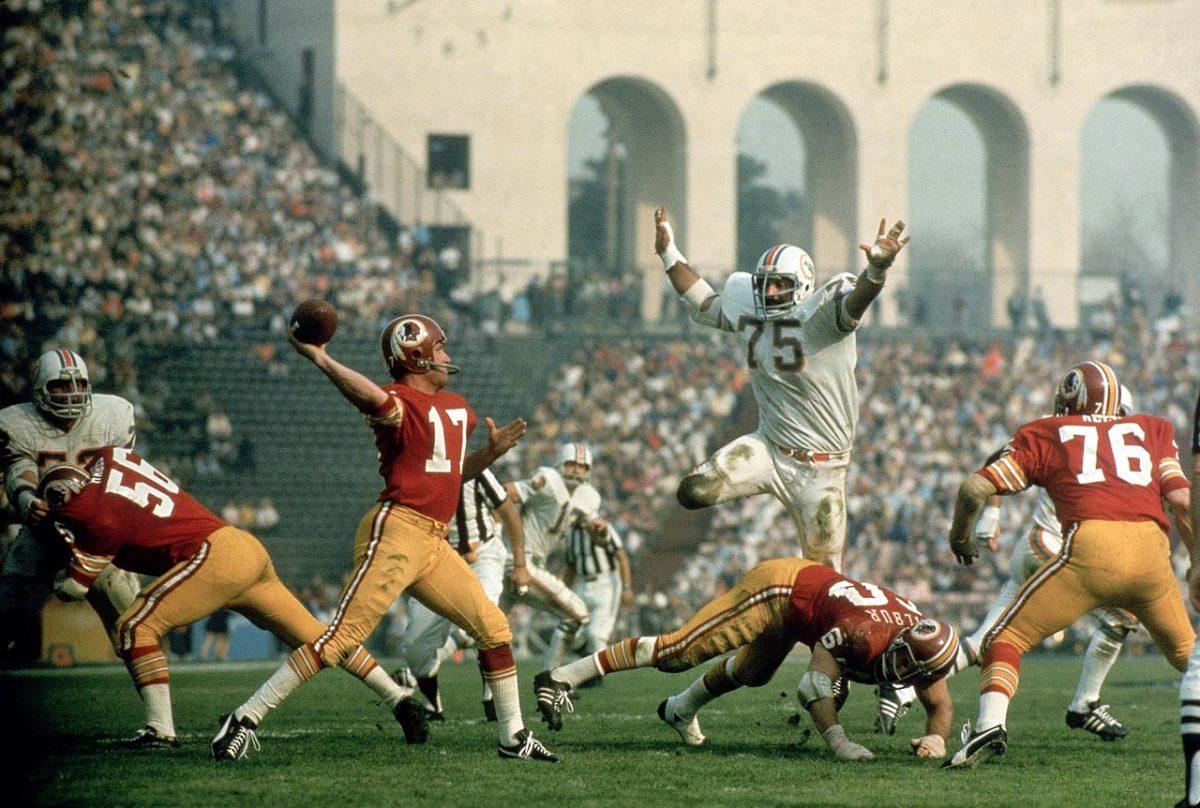 1973-Super-Bowl-VII-Manny-Fernandez-Billy-Kilmer-001044816_1.jpg