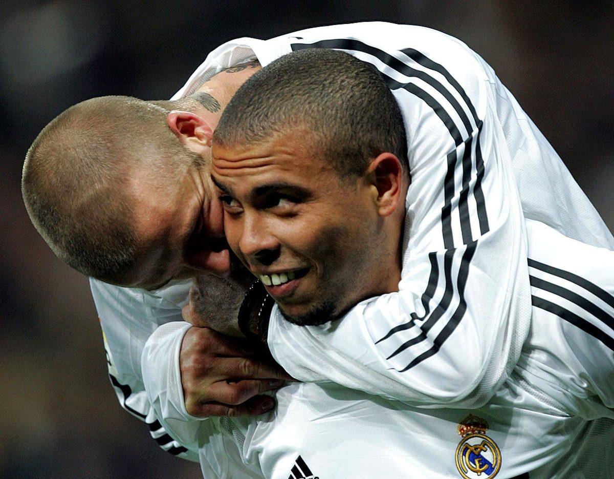2004-1128-David-Beckham-Ronaldo.jpg
