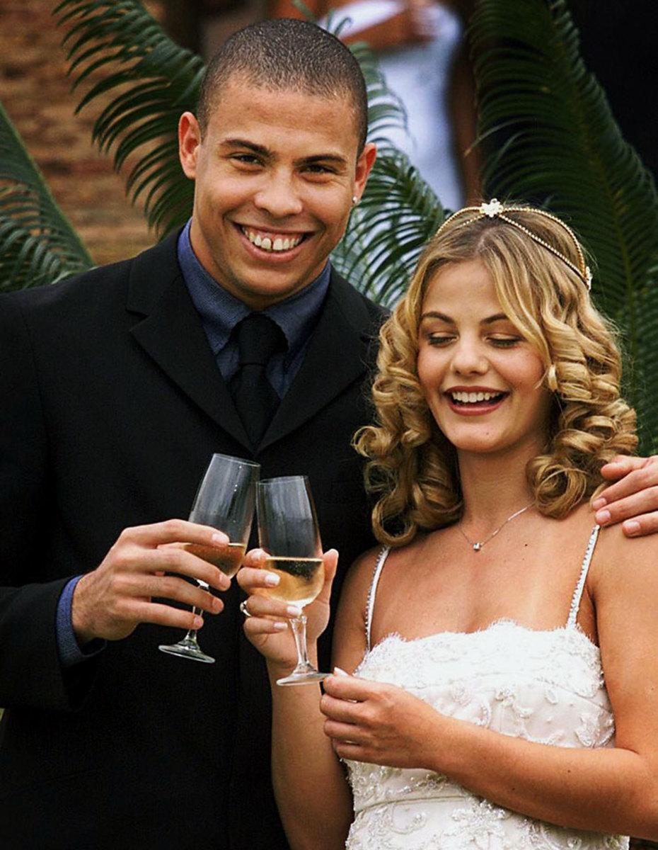 1999-1224-Ronaldo-wife-Milene-Domingues.jpg