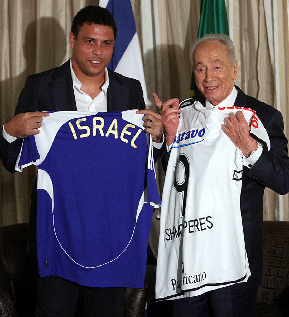 2009-1112-Ronaldo-Shimon-Peres.jpg