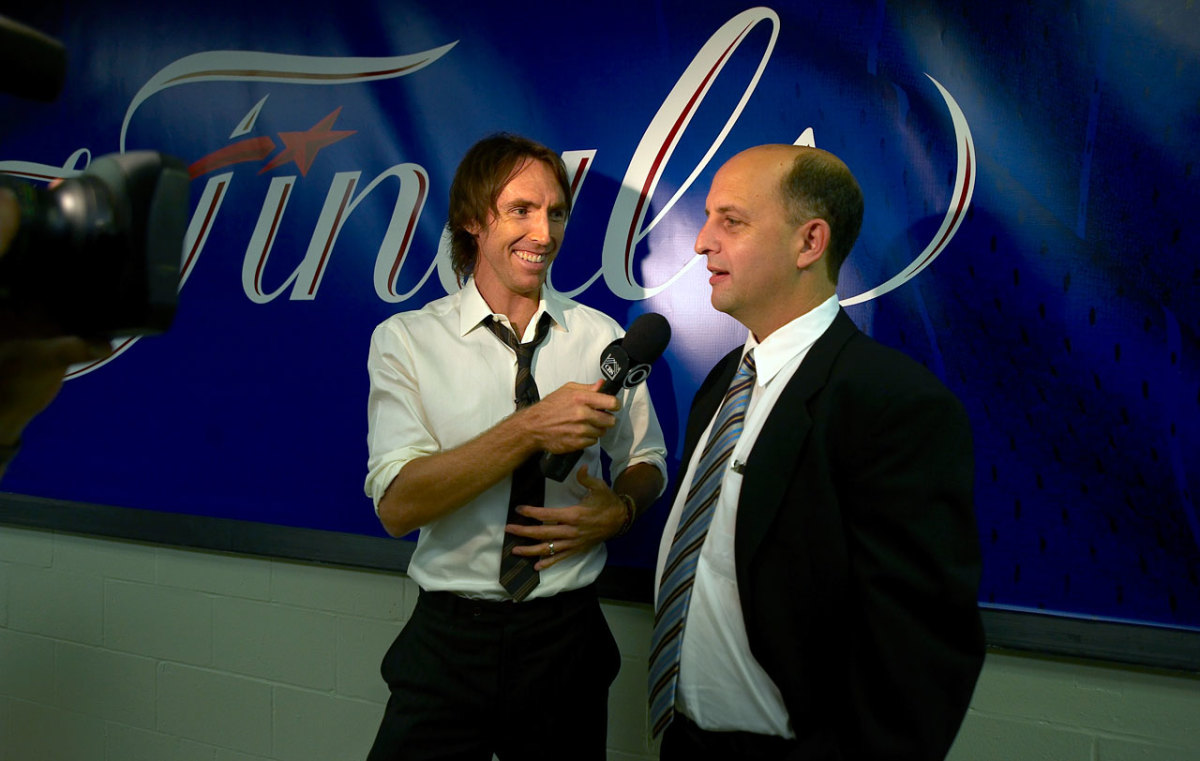 Steve Nash and Jeff Van Gundy at the 2009 NBA Finals.