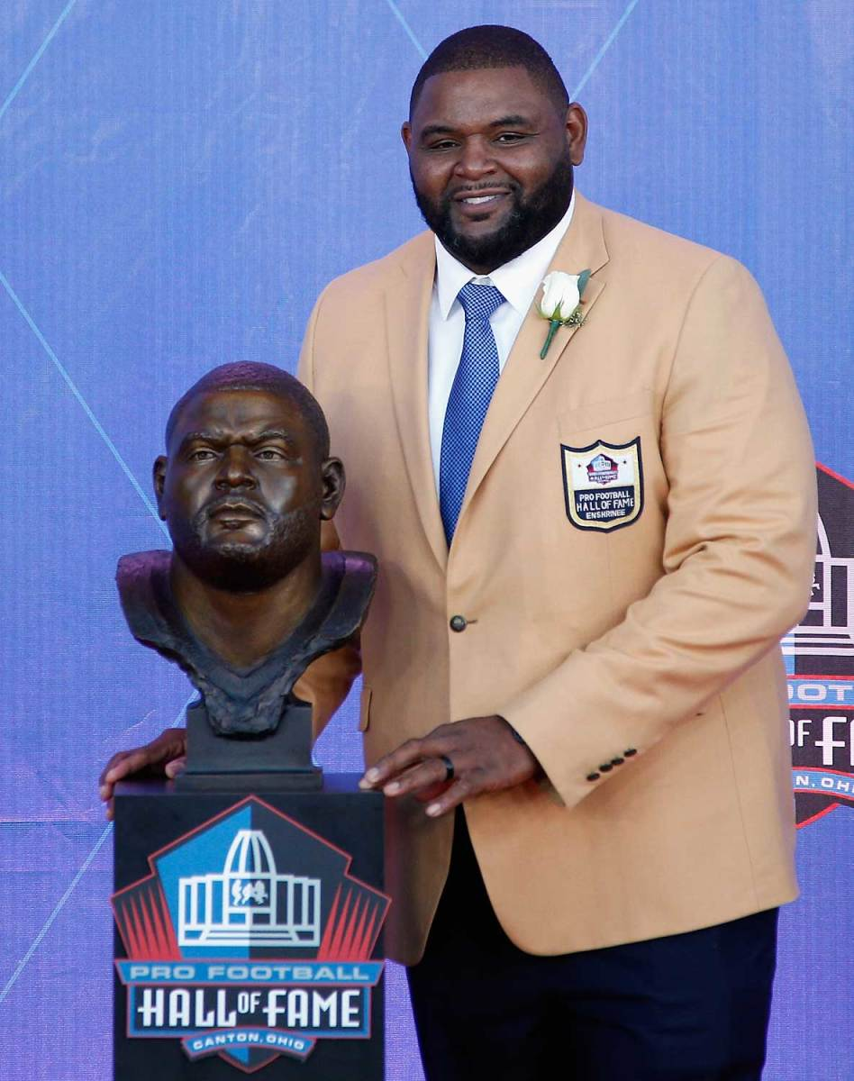 Orlando-Pace-Hall-of-fame-bust.jpg