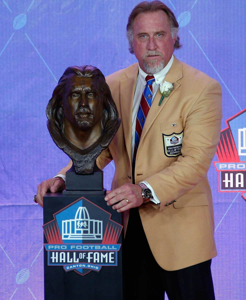 Kevin-Green-Hall-of-fame-bust.jpg