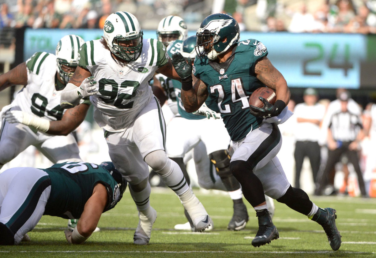Against the Jets, Mathews provided the ground production on off-tackle runs. (Photo: Carlos M. Saavedra for Sports Illustrated)