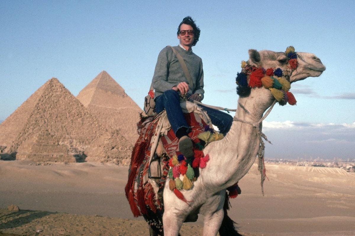 Sidd-Finch-camel-Giza-pyramids-001159937.jpg